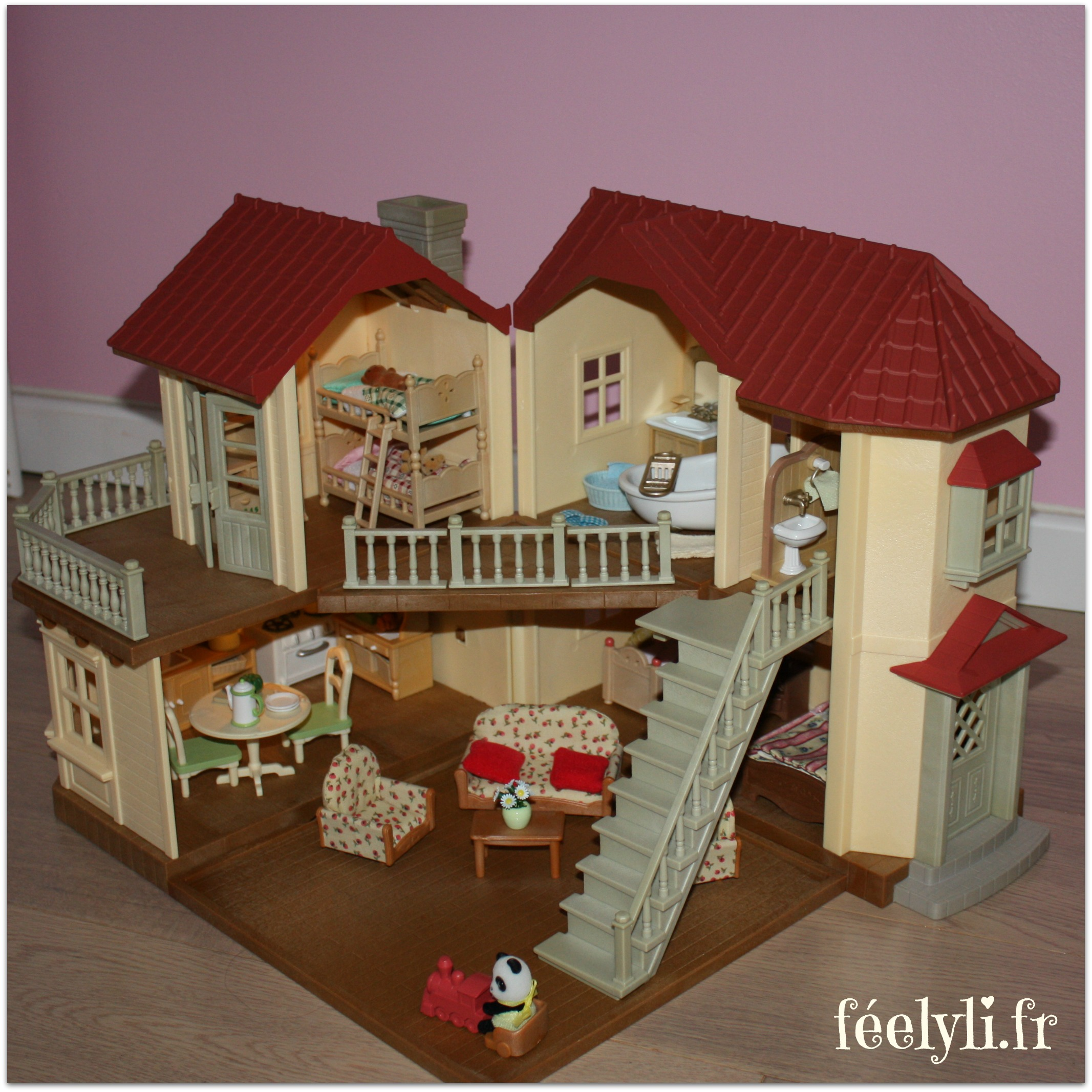 Les sylvanian families la grande maison tradition for Maison meuble