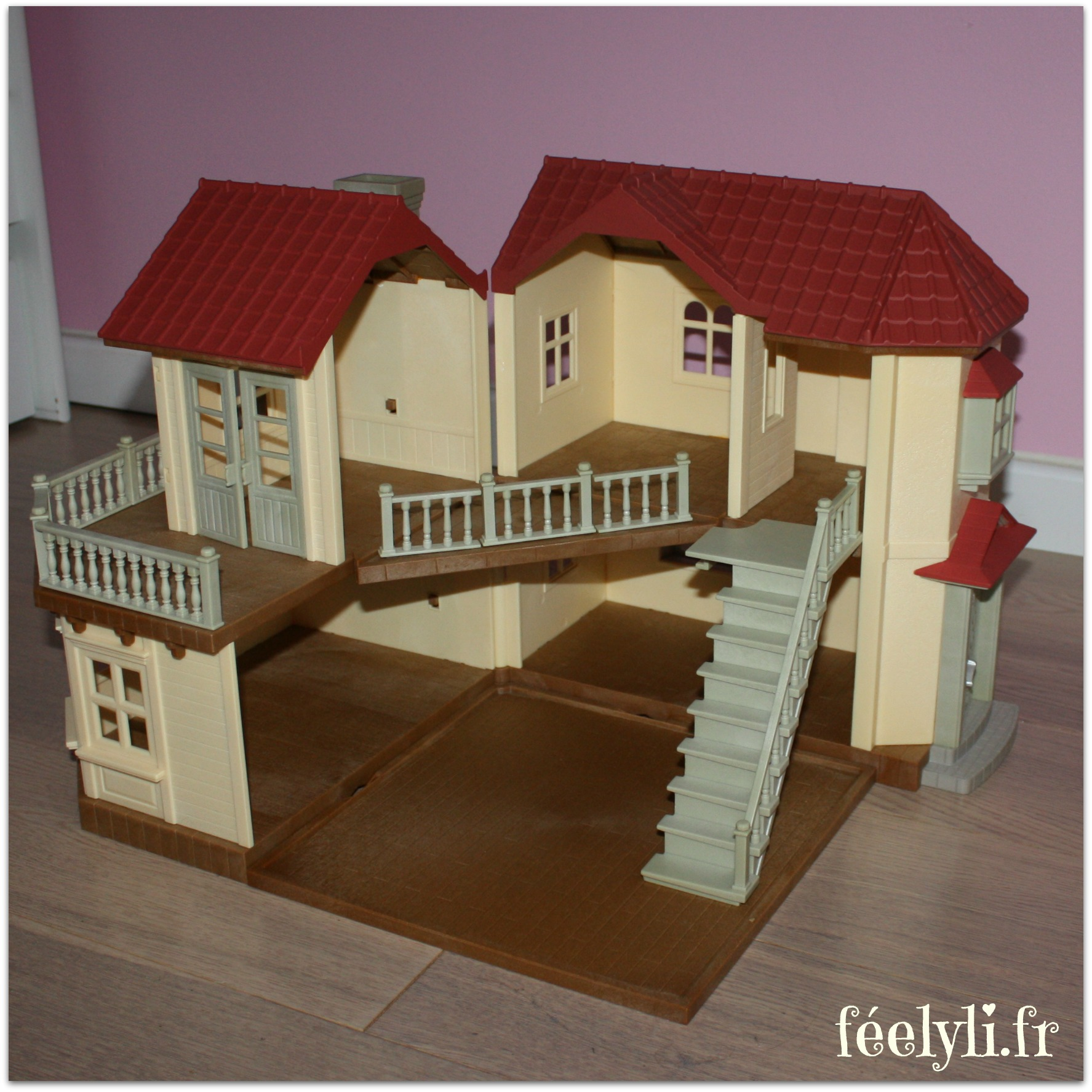 Les sylvanian families la grande maison tradition for Maison tradition