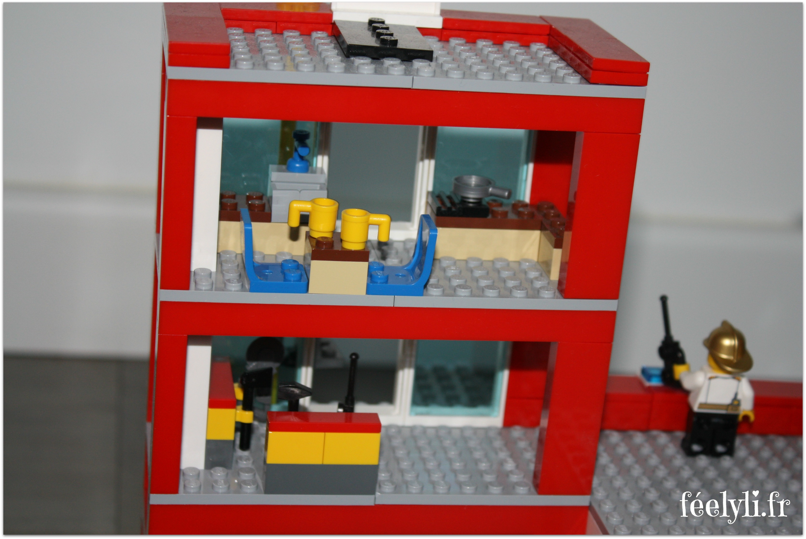 intérieur caserne pompier lego
