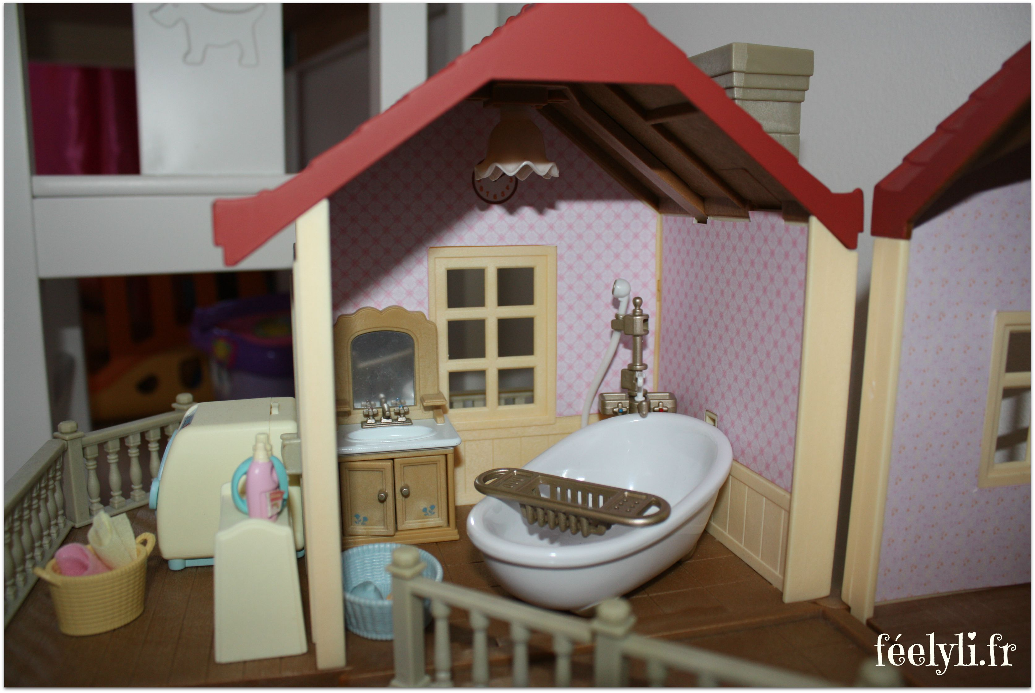 les sylvanian families le papier peint de la grande maison tradition clair e f elyli. Black Bedroom Furniture Sets. Home Design Ideas