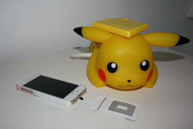 le chargeur induction pikachu l objet de la semaine. Black Bedroom Furniture Sets. Home Design Ideas
